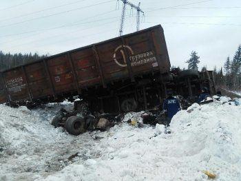 «Стоим уже час, можем не успеть на игру». Из-за крупной железнодорожной аварии автобус ХК «Спутник» застрял в Пермском крае (ФОТО)