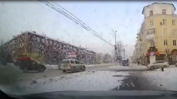 «Вова, что я наделала?» В Нижнем Тагиле внедорожник силовика протаранил Hyundai с девушкой (ВИДЕО)