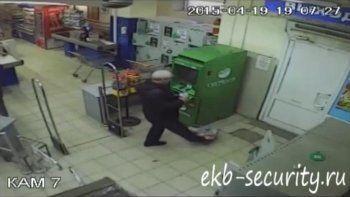 Вор-неудачник попал под прицел видеокамеры в «Монетке» (ВИДЕО)