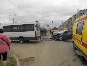 В Нижнем Тагиле междугородний микроавтобус попал в аварию