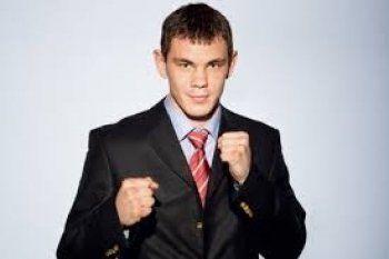 Полицейский и боксёр из Екатеринбурга поймали грабителя в Лос-Анджелесе и встретились с Микки Рурком