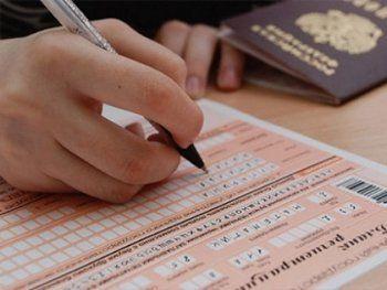 Рособрнадзор разрешил выпускникам школ пересдать ЕГЭ осенью