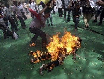 Участник демонстрации в Южной Корее совершил самосожжение