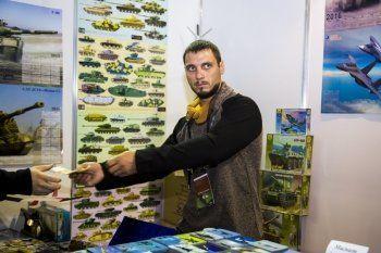 На выставке вооружения в Нижнем Тагиле украинцы торгуют товарами с лицом Путина