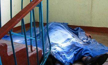 В Нижнем Тагиле труп мужчины несколько часов пролежал в подъезде. «Я перешагивала через него несколько раз»