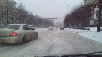 Нижний Тагил завалило снегом. Автомобилисты негодуют, дорожники утверждают, что всё под контролем