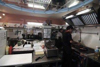 В кафе «Якуми» обнаружили испорченные роллы и суши