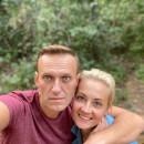Навальный поблагодарил пилотов самолёта и врачей скорой помощи в Омске