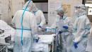 Путин продлил на месяц выплаты медикам за работу с коронавирусом