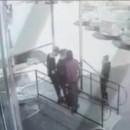 В Нижнем Тагиле подростки помочились на здание общества инвалидов, а после избили прохожего
