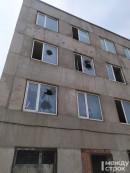 В Нижнем Тагиле двое парней закидали камнями окна офиса (ВИДЕО)
