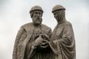 В Нижнем Тагиле в парке «Народный» окончательно установили памятник Петру и Февронии