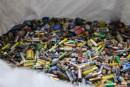 Минприроды предложило запретить россиянам выбрасывать использованные батарейки с другим мусором