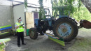 В Свердловской области на территории дома престарелых трактор снёс лавочку с сидящими на ней пенсионерами